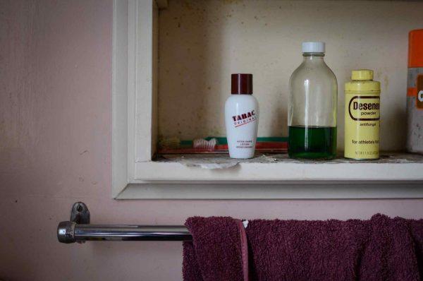 棚に並ぶ瓶