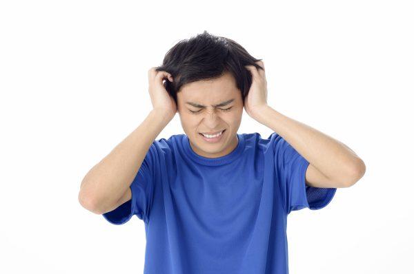 頭皮の乾燥はなぜ起きるの? 乾燥が引き起こすトラブルとは?|おすすめのケア方法を紹介