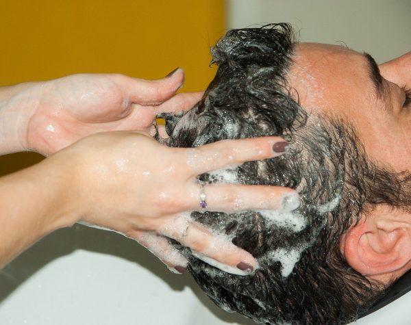 スカルプケアとは? なぜおすすめなの? 頭皮を健やかに保つケア方法を紹介!