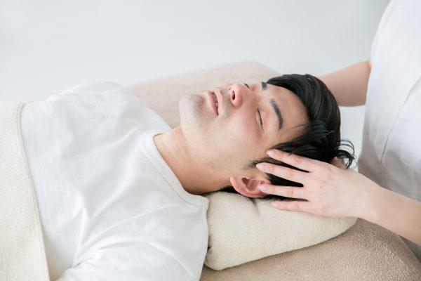 頭皮の血行不良は抜け毛や薄毛の原因になる? おすすめの頭皮マッサージを紹介
