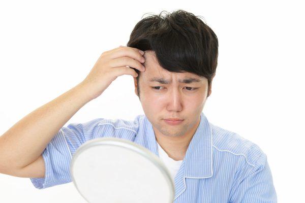 抜け毛の毛根をチェック! 正常な抜け毛とは|健康的な毛根を保つポイント