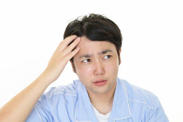 抜け毛の本数は何本から危険? 抜け毛を増やさない対策方法を紹介!