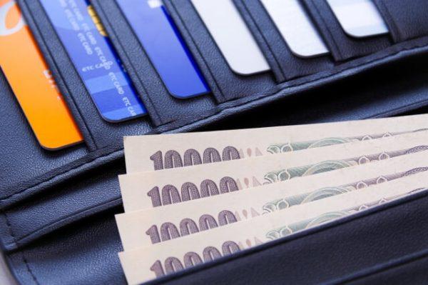 財布とお札のイメージ画像